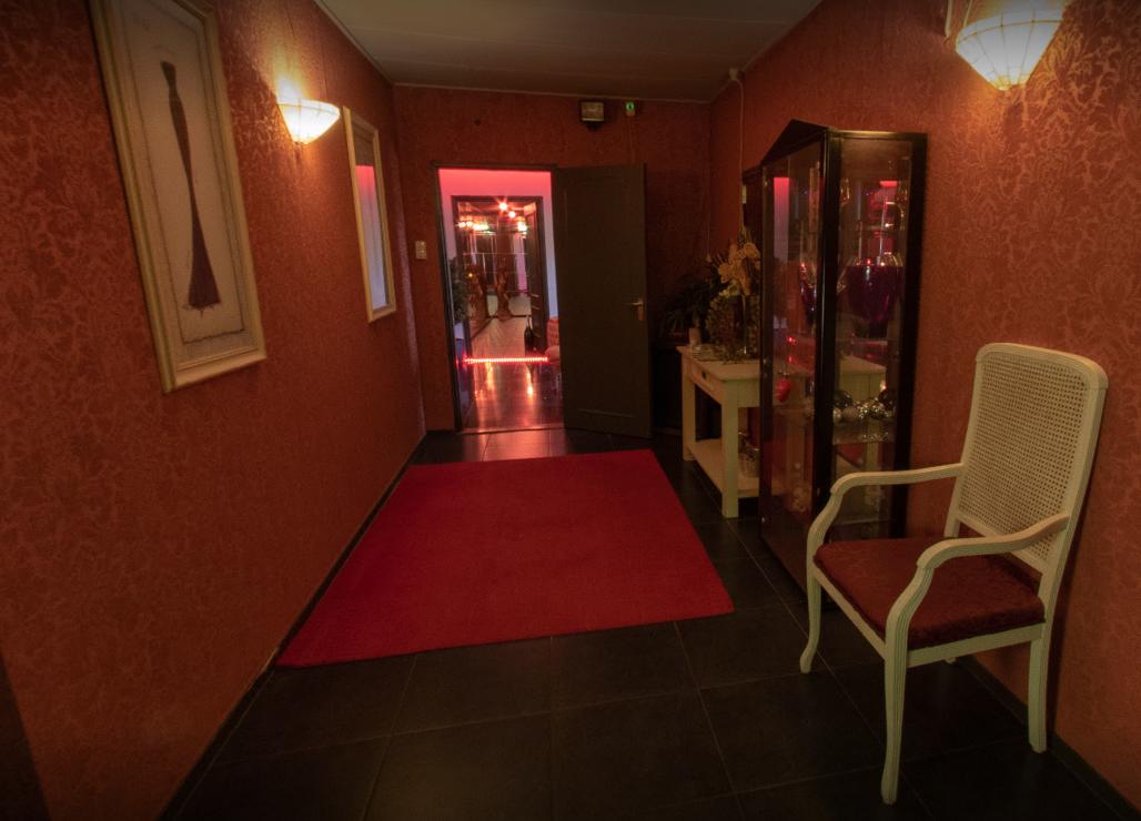 paradise club in ees kamer 5.PNG